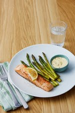 Seared salmon with asparagus and 5 minute hollandaise