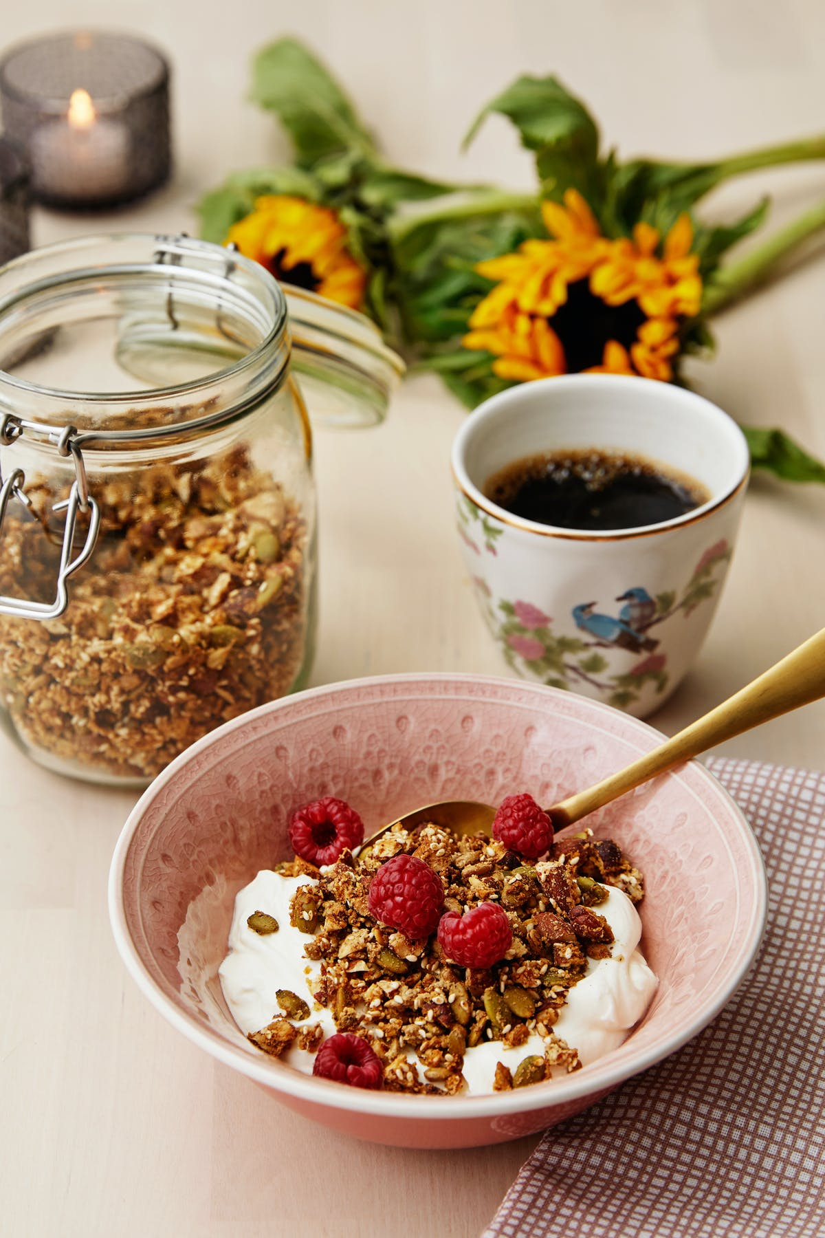 Low-carb granola with yogurt and raspberries