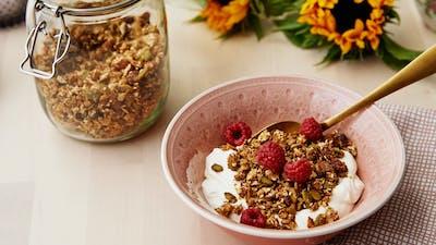 Low-carb granola with yogurt and raspberries