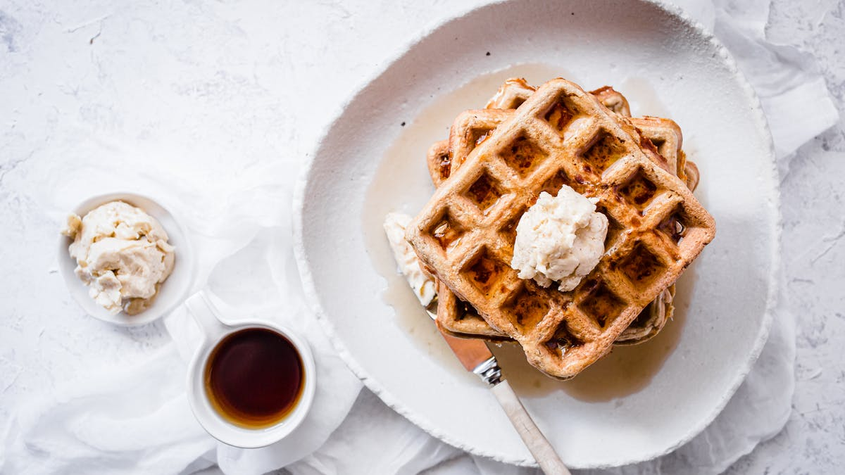 Keto cinnamon chaffles with maple butter