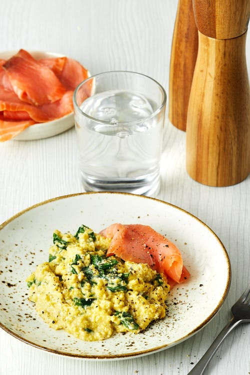 Scrambled eggs with spinach and smoked salmon