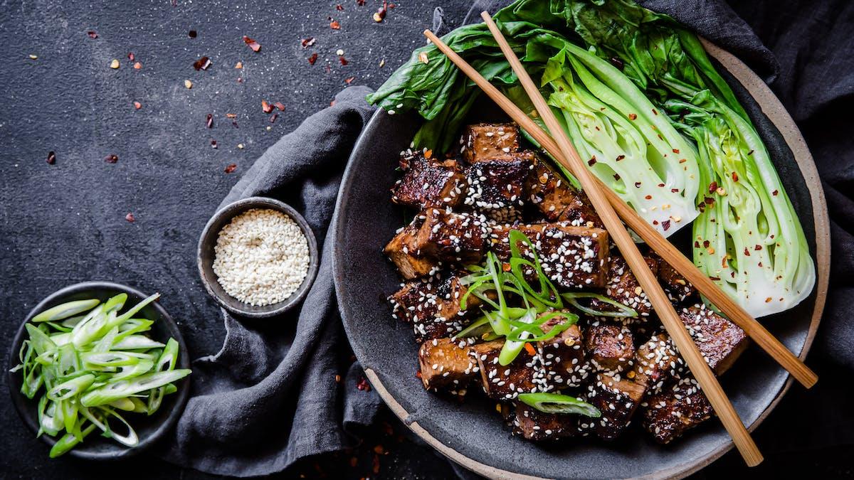 Low-carb garlic and sesame tofu bowl