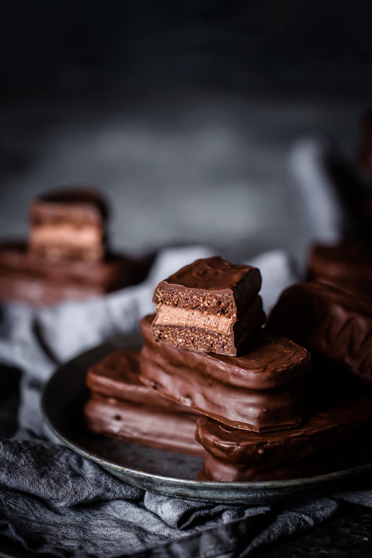 Low-carb chocolate tim tams