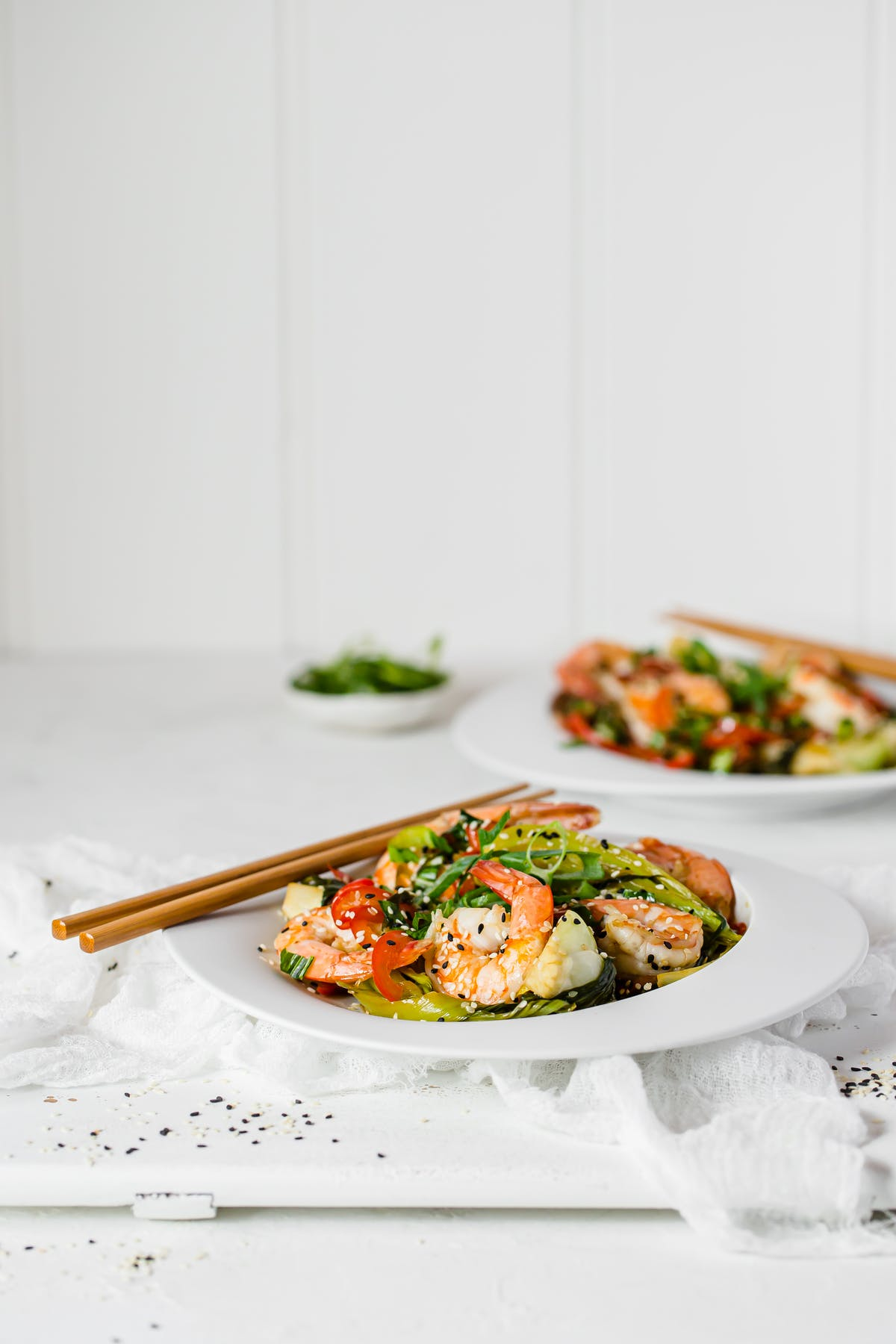 Low-carb garlic and sesame prawns