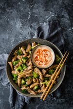 Asian keto chicken stir-fry with broccoli