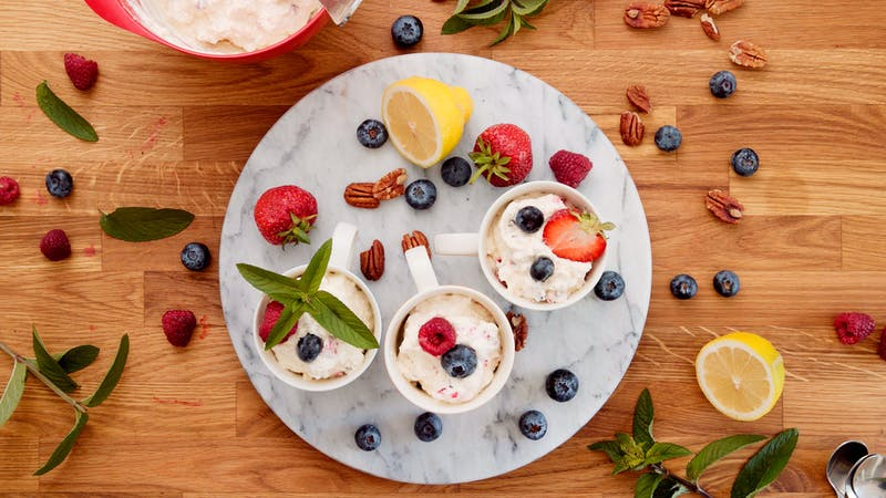 Crunchy berry mousse