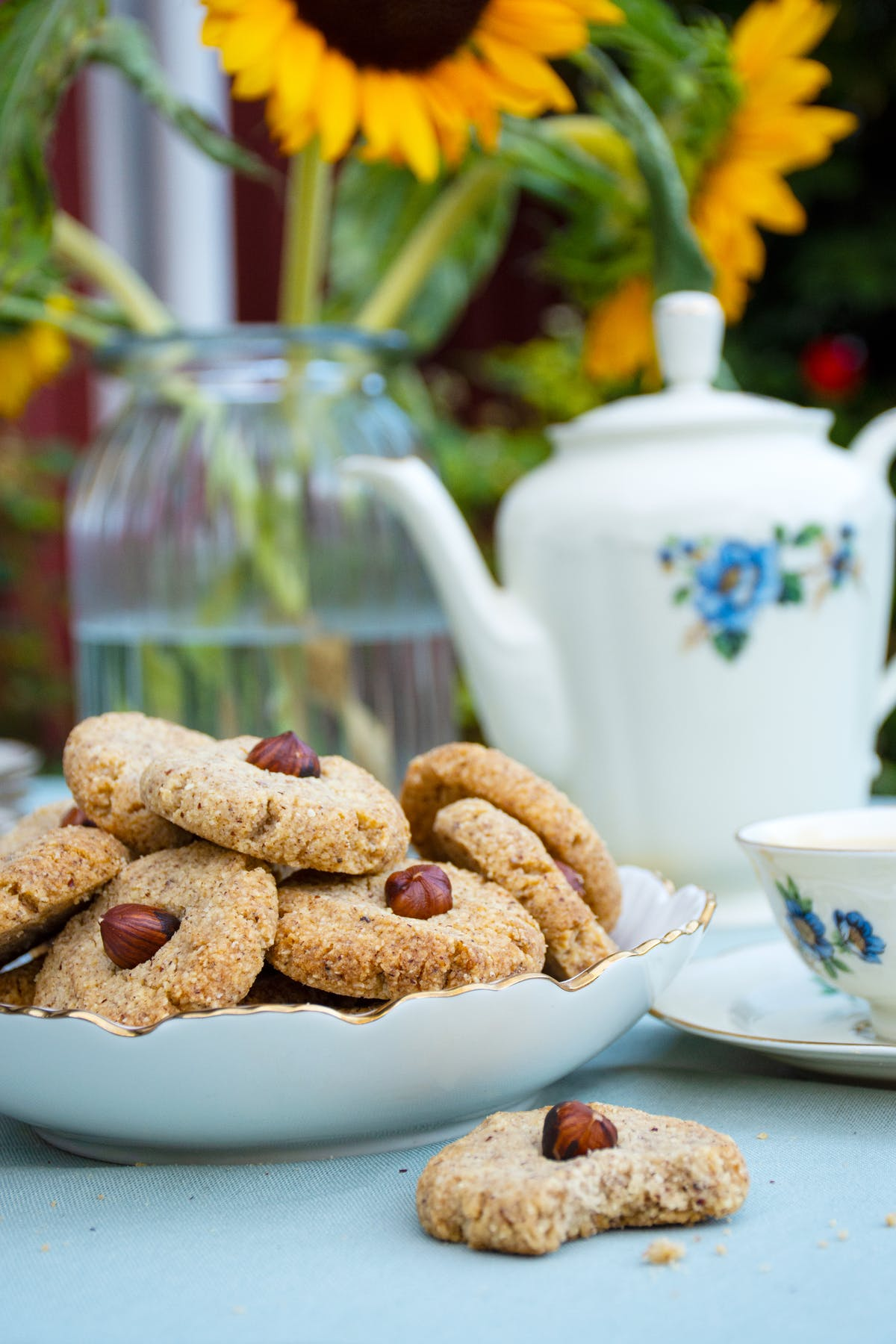Quick Swedish keto hazelnut cookies