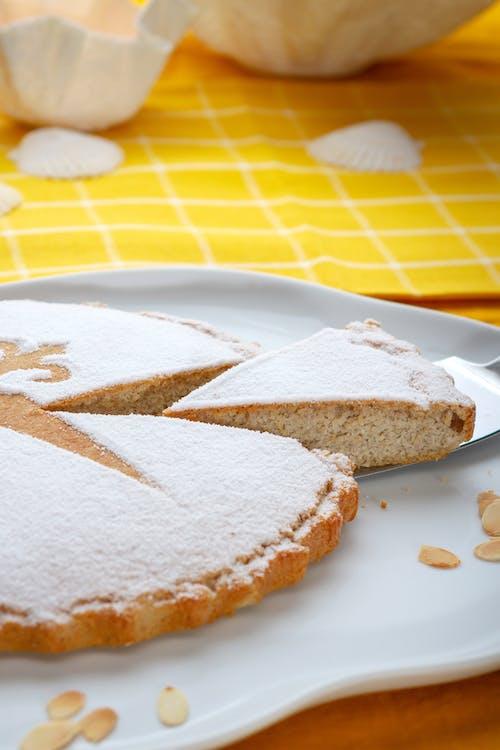 Spanish low-carb almond cake (Tarta de Santiago)