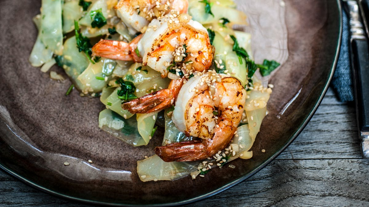 Garlic ginger stir-fry with shrimp and cabbage