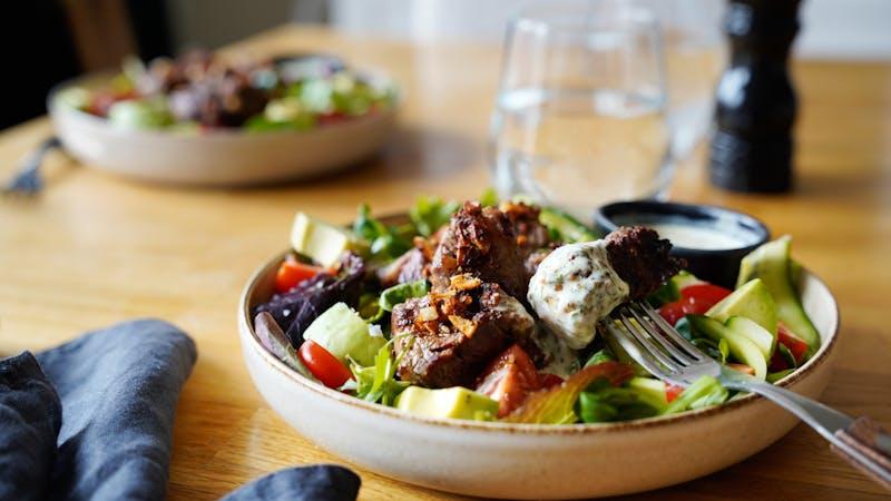 Garlic steak bite salad with tarragon dressing