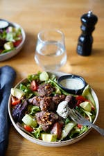 Garlic steak bite salad with tarragon dressing