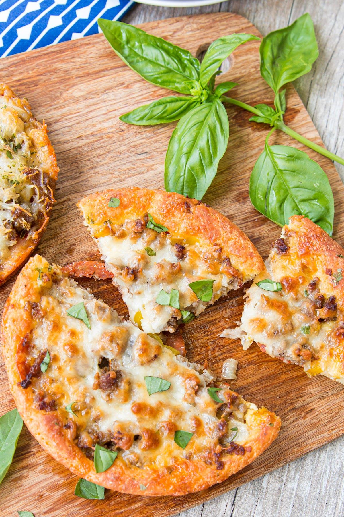 Low-carb deep dish pan pizza