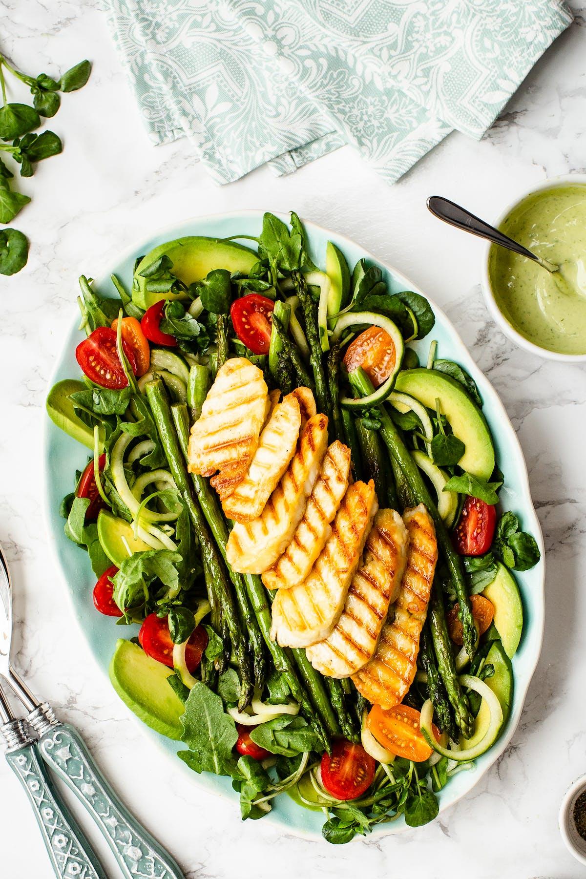 Summer asparagus and halloumi salad