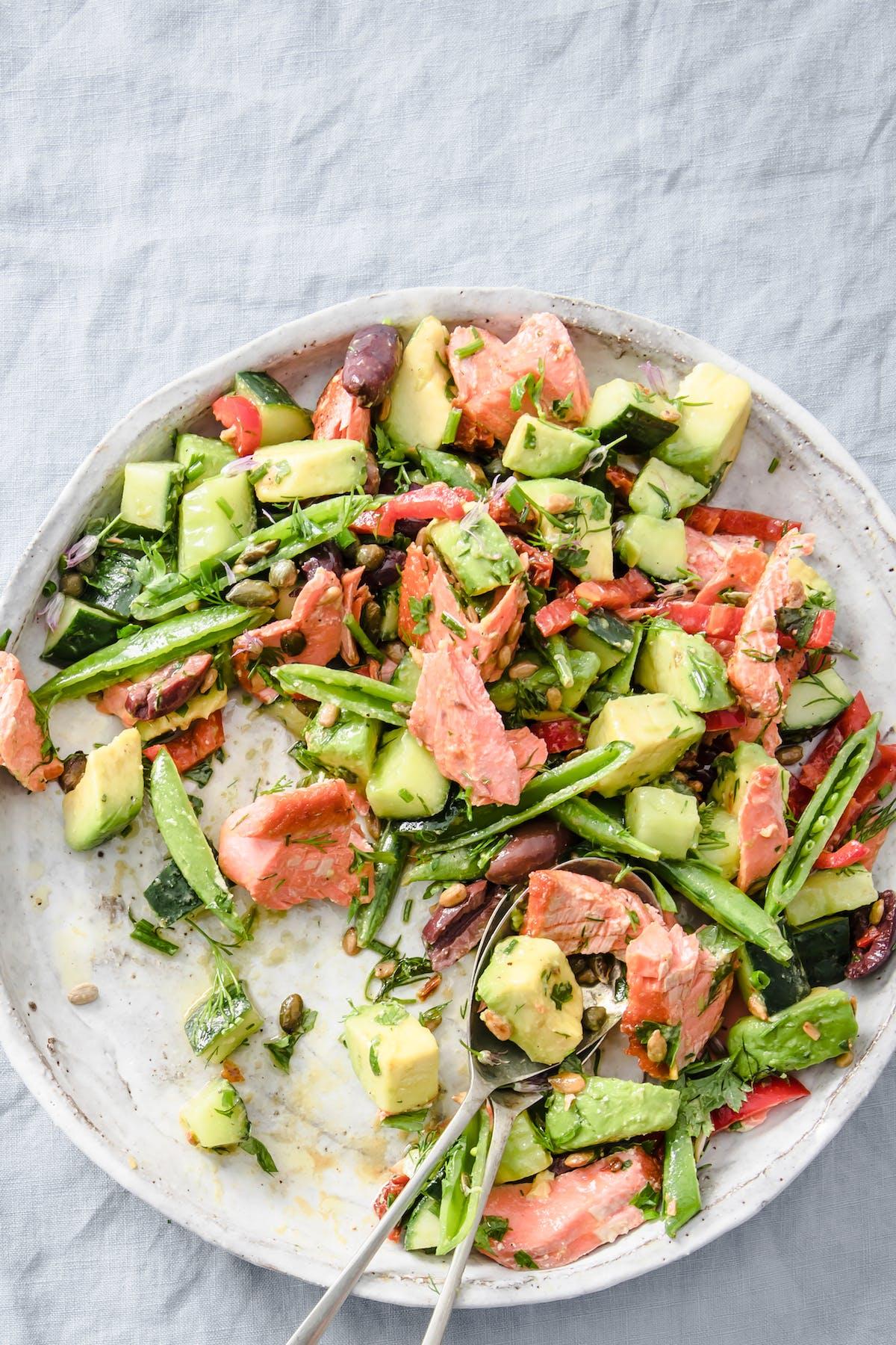 Superfood salmon salad bowl