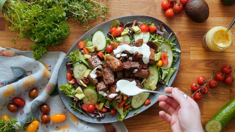 Garlic steak bite salad