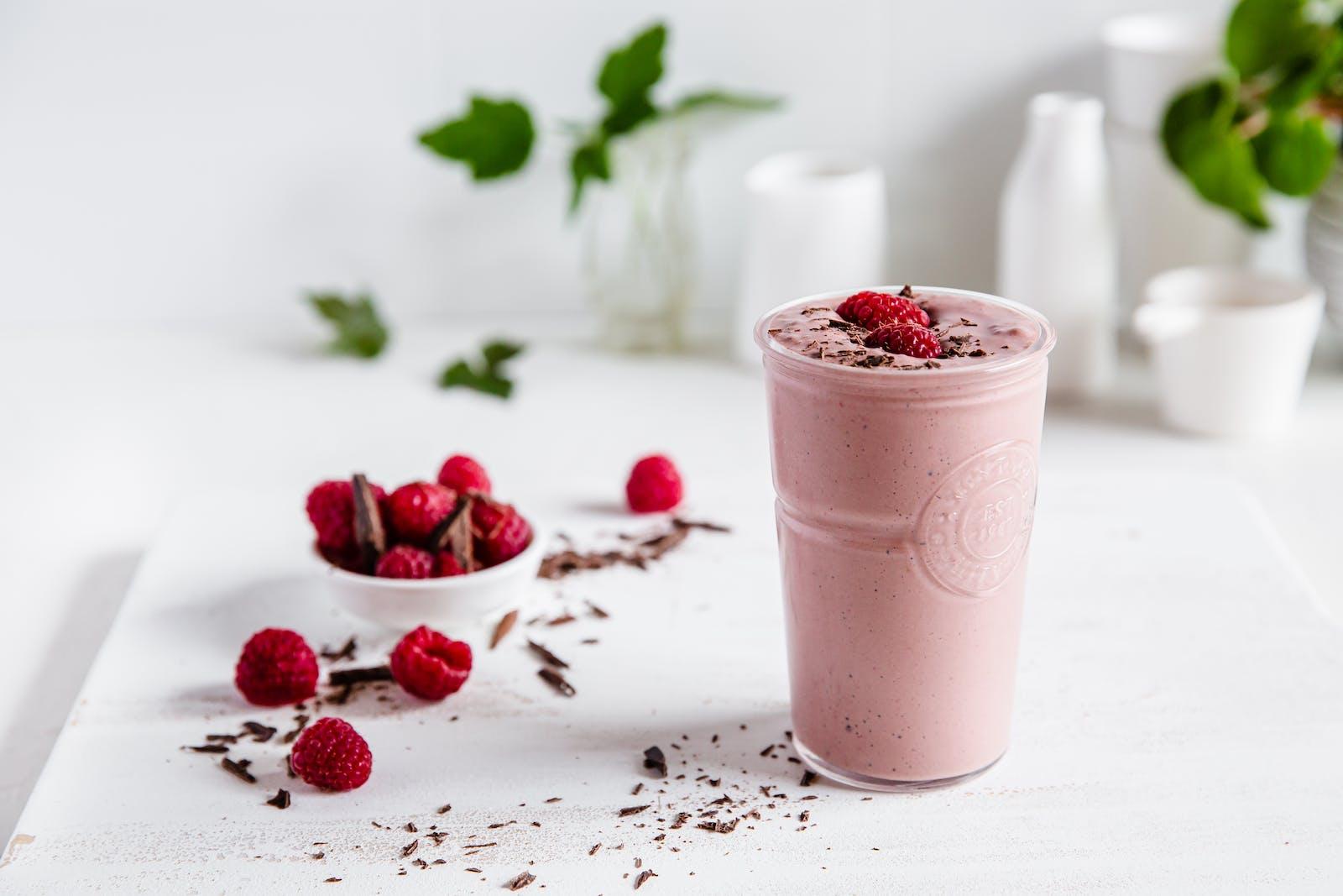 Chocolate Raspberry Cheesecake Smoothie – Recipe – Diet Doctor