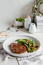 Sirloin steak with butterfried green beans and almonds