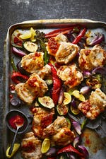 Low-carb chicken sheet-pan with chili sauce