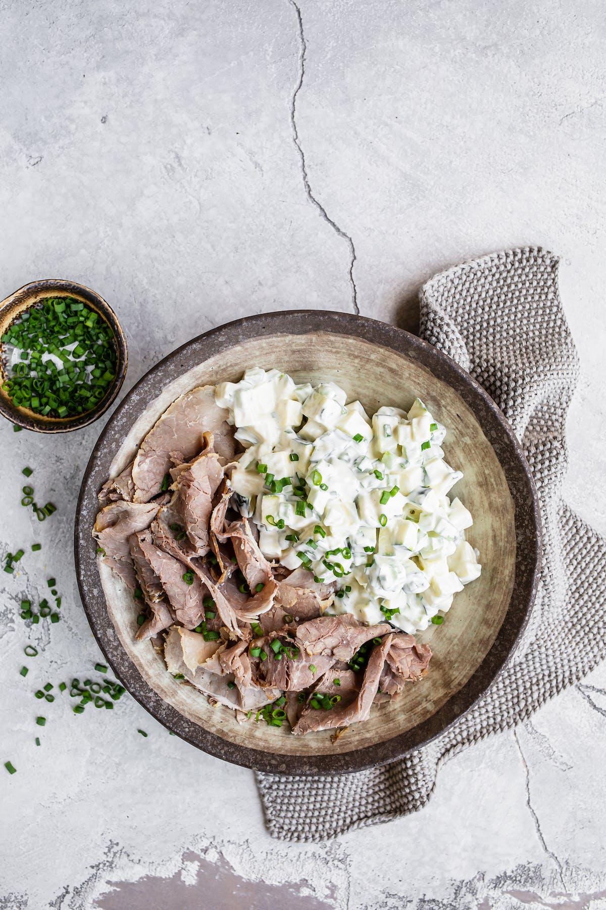 Roast beef with keto no-tato salad
